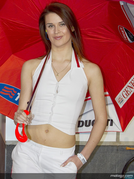 Umbrella girl 9 Losail Circuit Qatar 2011 MotoGP - Photo
